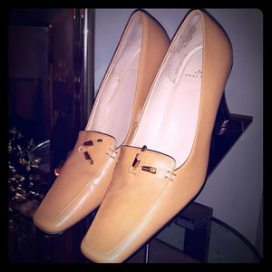 Tan ANNE KLEIN Pumps